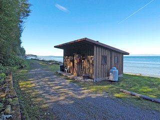 Jasper Inn - Beach Front Cabin on the Strait of Juan De Fuca - Joyce vacation rentals