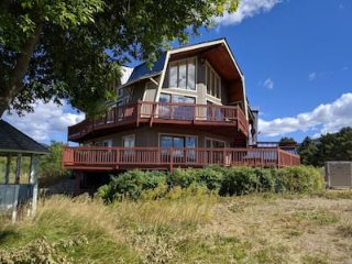 River's Edge on Lake Osoyoos offers over 6500 sq ft of family-friendly space! - Oroville vacation rentals