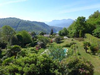 Italian Lakes 4 bedroom villa with private heated pool. Sleeps 10. WIFI. BBQ. - Luino vacation rentals
