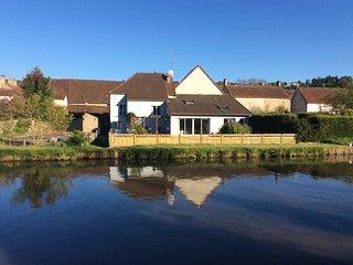 'Waterside Cottage' alongside Canal du Centre, Burgundy - Dennevy vacation rentals