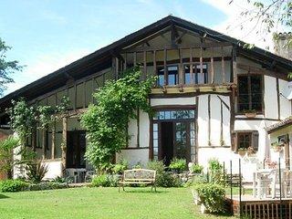 Ferme Le Grand Hourcqs - 2 Gites & 4 Chambres d'Hotes - Pouillon vacation rentals