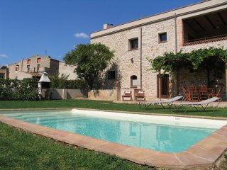 Nice House with Internet Access and Washing Machine - Figueres vacation rentals