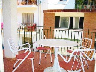 Spacious 4 bedroom Llanca House with Washing Machine - Llanca vacation rentals