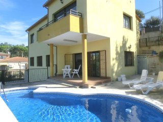 4 bedroom House with Washing Machine in Vidreres - Vidreres vacation rentals