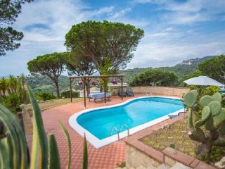 Beautiful 5 bedroom House in Lloret de Mar with Internet Access - Lloret de Mar vacation rentals
