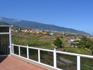 Lovey views of mountain and sea in a quiet area with fibra chromecast - La Orotava vacation rentals