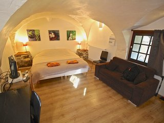 Beautiful cave studio close to Les Deux Alpes and Alpe d'Huez - Le Bourg-d'Oisans vacation rentals