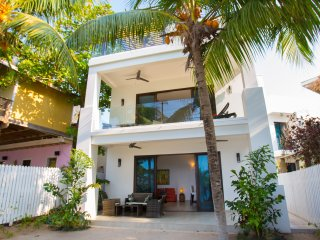 Bella Luna Beach House 1 Bedroom 2nd floor - West End vacation rentals