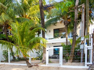 Bella Luna Beach House 3 Bedroom - West End vacation rentals