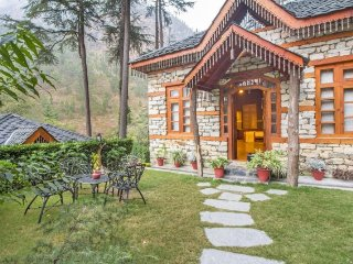 Elegant stay with a gorgeous view, ideal for a romantic vacation - Kasol vacation rentals