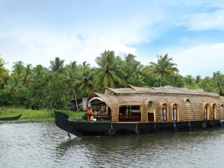 3 Stately Rooms on Luxurious Houseboat - Kumarakom vacation rentals