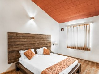 2-bedroom suburban bungalow, 1.1 km from Botanical Gardens - Ootacamund vacation rentals