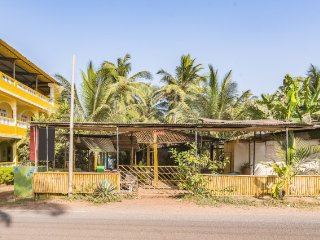 Well-furnished room, 400 m from Ashwem Beach - Mandrem vacation rentals