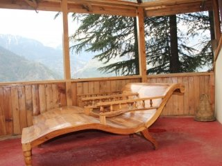 Rejuvenating 3-BR abode for a group seeking homely comforts - Manali vacation rentals