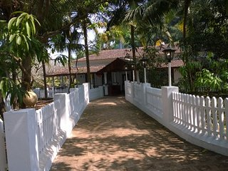 Riverside 4BHK heritage villa, ideal for a large group getaway - Goa Velha vacation rentals
