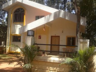 Well-furnished 4-BR bungalow for those seeking tranquillity - Karad vacation rentals
