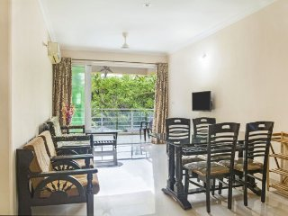 Well-furnished stay with a pool, 1.3 km from Candolim Beach - Candolim vacation rentals