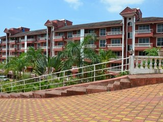 Contemporary 2-Bhk apartment with a beautiful garden, close to Palolem Beach - Canacona vacation rentals