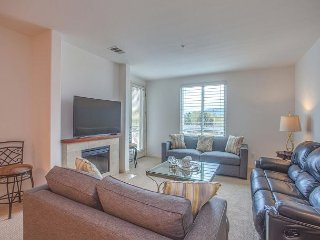 Spacious 3 Bedroom Flat w/Private Deck & Parking - Campbell vacation rentals