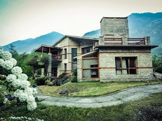 Elegant 3-bedroom cottage on the banks of Beas River - Kais vacation rentals