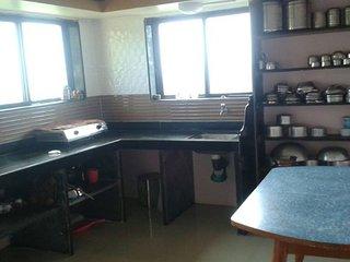 Comfortable 4 bedroom Mahabaleshwar Bungalow with Parking - Mahabaleshwar vacation rentals