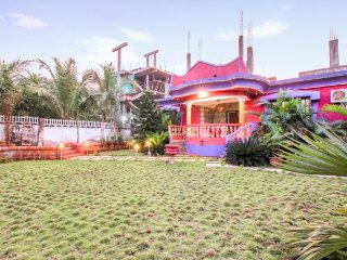 Vibrant 3 BHK for friends, 1.3 km from Ashwem Beach - Ashvem Beach vacation rentals