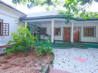 Modest room for 3, 1.1 km from Candolim Beach - Candolim vacation rentals