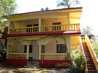Homely accommodation for backpackers, 100 m from Candolim beach - Candolim vacation rentals