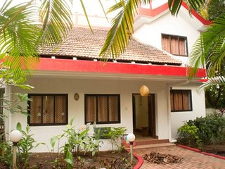Elegant 2-BR stay surrounded by lush greenery ideal for bag-packers - Assagao vacation rentals
