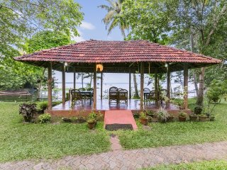 Homely abode for 3, on the banks of Lake Vembanad - Kumarakom vacation rentals