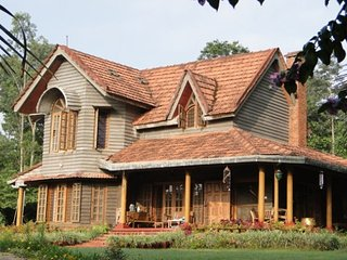 Postcard-perfect homestay with elegantly done rooms - Gonikoppal vacation rentals