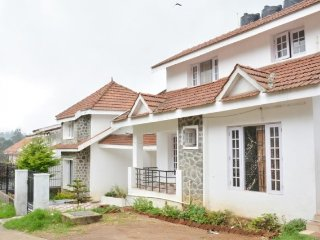 Peaceful 2-BR cottage, a short walk from Kurinji Andavar Temple - Kodaikanal vacation rentals