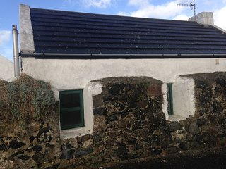 Causeway Coast dream cottage, petite and chic - Ballintoy vacation rentals