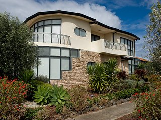 VILLA de MARSEILLES  - MELBOURNE 6Bdrms, Spacious, Great for Groups, Free Wifi - Point Cook vacation rentals