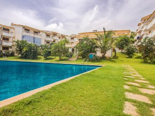 Elegant apartment with a pool, 1.6 km from Candolim Beach - Candolim vacation rentals