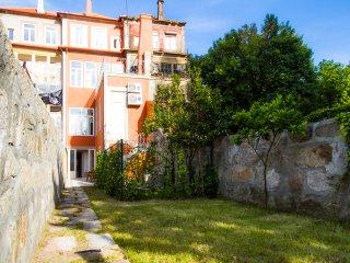 Liiiving in Porto | Central Garden Flat - Porto vacation rentals