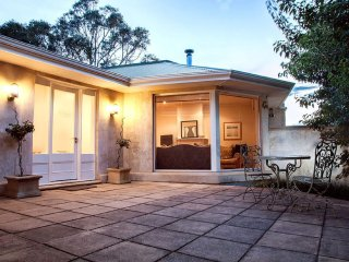 Unwind * 'Stirling Hideaway Retreat' - French Provisional Villa - Stirling vacation rentals
