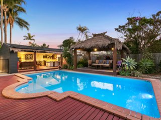 Burleigh Beach Oasis | OUTDOOR ENTERTAINING | LARGE POOL | by Getastay - Burleigh Heads vacation rentals