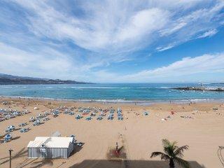 1 Bedroom for 4 in frontline Las Canteras - Las Palmas de Gran Canaria vacation rentals