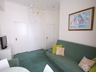 Central London 1 Bedroom Apartment (321) - London vacation rentals