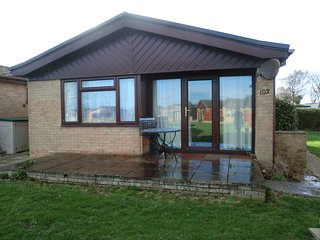 A detached bungalow in a peaceful setting on a fun holiday park. - Saint Margaret's at Cliffe vacation rentals