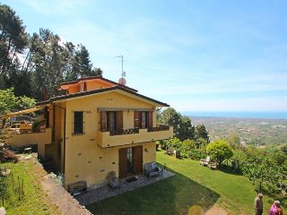 Beautiful 4 bedroom House in Strettoia - Strettoia vacation rentals