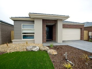 VILLA MYSTIC - MELBOURNE 4Bdrms, Sleeps 10 Great value for groups - Point Cook vacation rentals