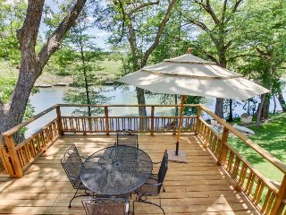 Quaint riverfront home w/ well-appointed deck in a family-friendly neighborhood - New Braunfels vacation rentals