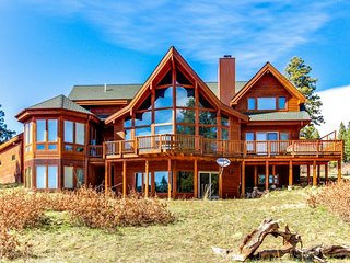 Elegant lodge w/ private hot tub, outdoor fire, & sweeping mountain views! - Placerville vacation rentals