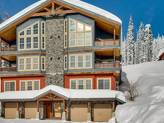 Northern Lights Snow Pines Way in Big White with Spectacular Views Sleeps 12 - Big White vacation rentals