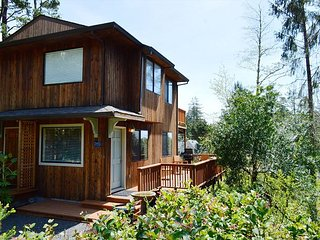 LITTLE APPLE COTTAGE ~ MCA# 1207 ~ Great location! Distant OCEAN VIEWS! - Manzanita vacation rentals