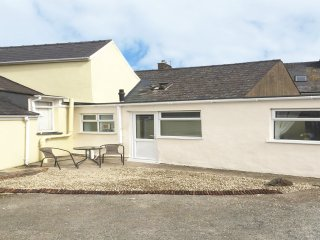 GWAUN, all ground floor, fantastic base, close to amenities, Fishguard, Ref - Fishguard vacation rentals