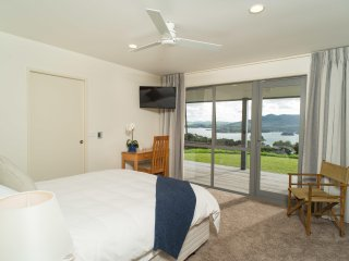 Queen Ensuite, separate WC, seaviews, direct deck access, afternoon sun side - Whangaroa vacation rentals