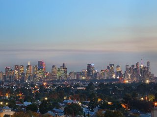 NEW StayCentral on Northcote Hill, great view of Melbourne; 2Br 1Br cafes shops - Northcote vacation rentals